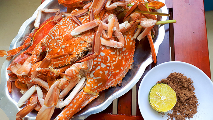Enjoy seafood at Gop Gio restaurant