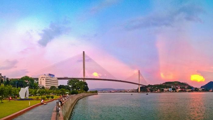 The attraction of Bai Chay bridge