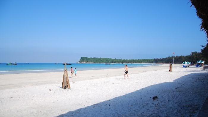 Minh Chau beach