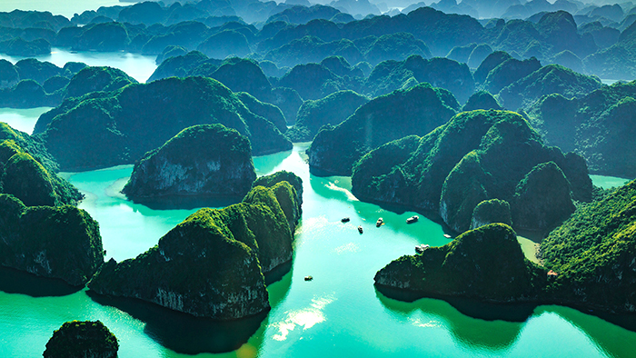 Traveling Halong Bay with the seaplane