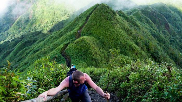 Climbing to Fansipan peak