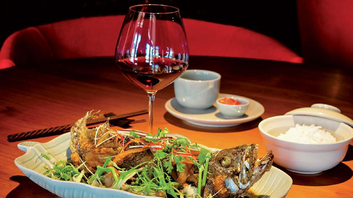 Sim wine with seafood