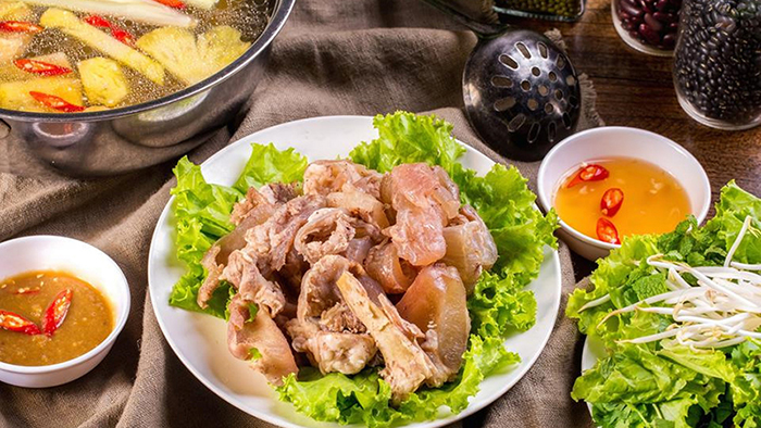 The unique taste of the hot pot will charm every tourist in Hanoi (zing.vn)
