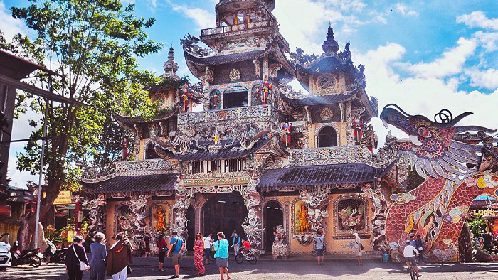 Unique architecture and decoration of Linh Phuoc pagoda