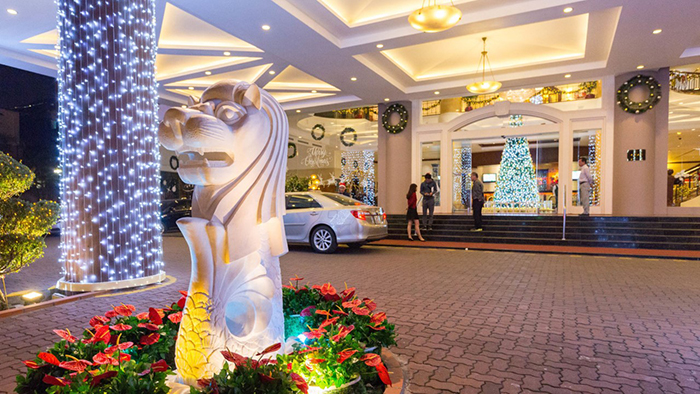 The entrance of Fortuna hotel