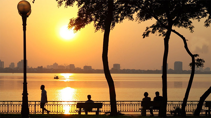 The picturesque sunset in West Lake