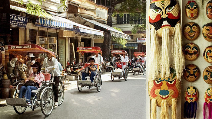 Travel around Hanoi Old Quarter by cyclo
