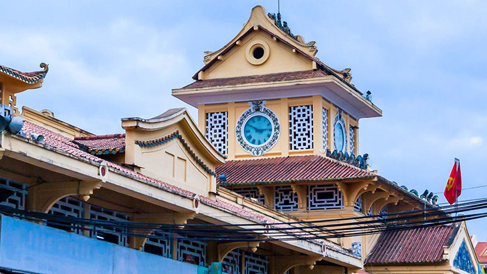 The architecture of the roof of Binh Tay market