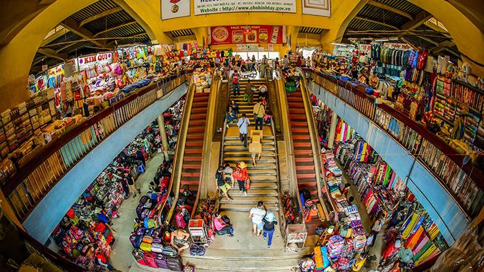 Go shopping in Binh Tay market