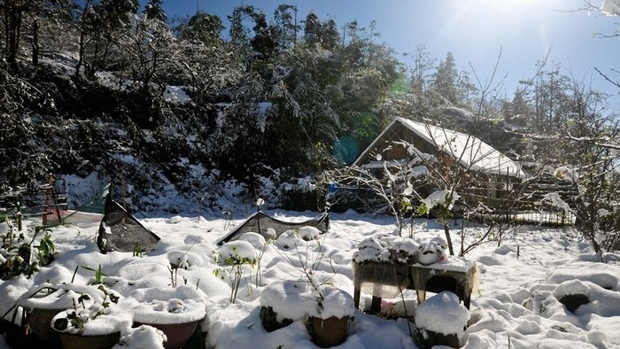 Snow covering all the Sapa town