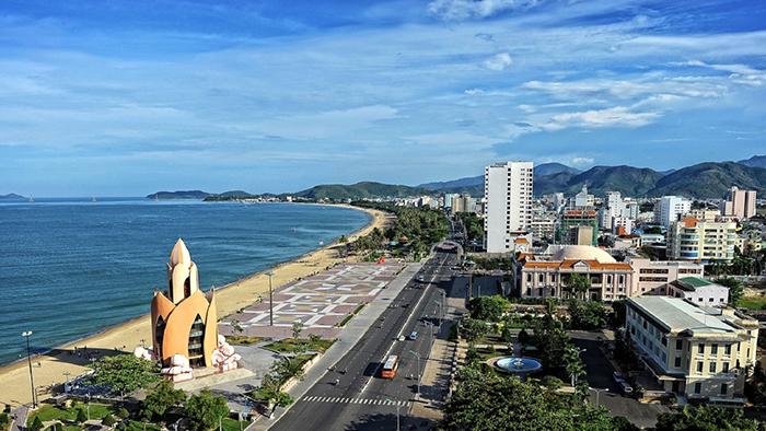 Nha Trang beach (via luxurytravelvietnam.com)