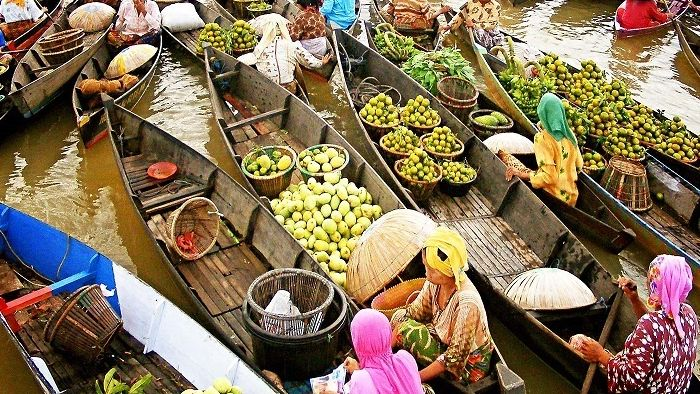 Fruit boat in Cai Rang floating market