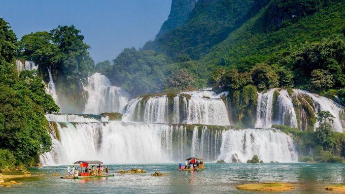 Boating to see Ban Gioc waterfall