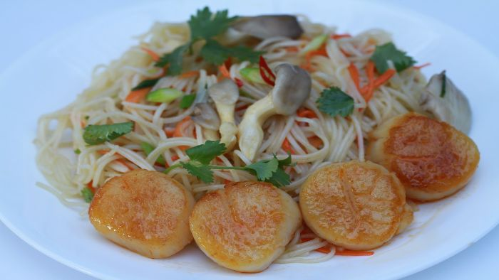 Stir-fried Bien Mai scallop with vermicelli
