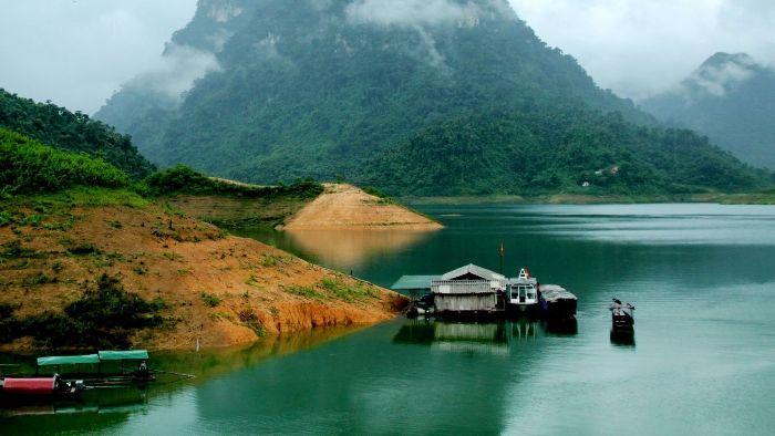Na Hang Lake