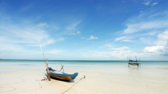 Long beach or Bai Truong beach