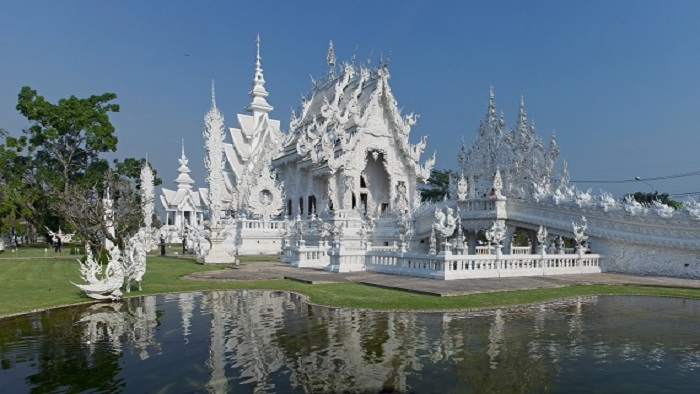 A day in Wat Rong Khun - The white temple in Chiang Rai, Thailand