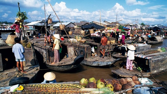 Explore 6 most popular floating markets in Mekong River Delta