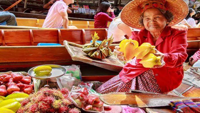 Explore Damnoen Saduak floating market