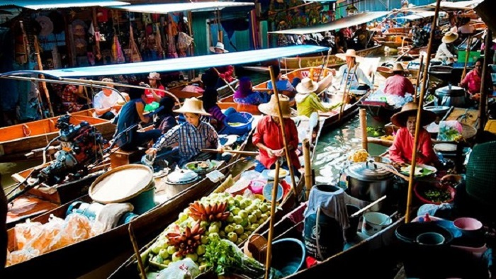 Explore Damnoen Saduak floating market