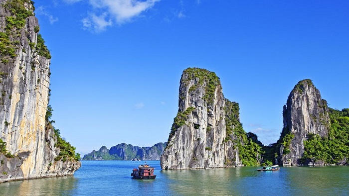Phu Quoc or Halong Bay - The duel of two tourist paradises in Vietnam in 2019