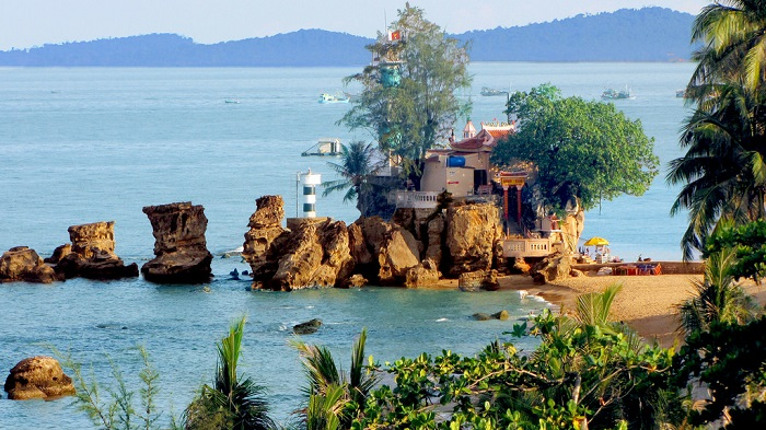 Which place is more worth visiting this summer - Phu Quoc or Krabi?