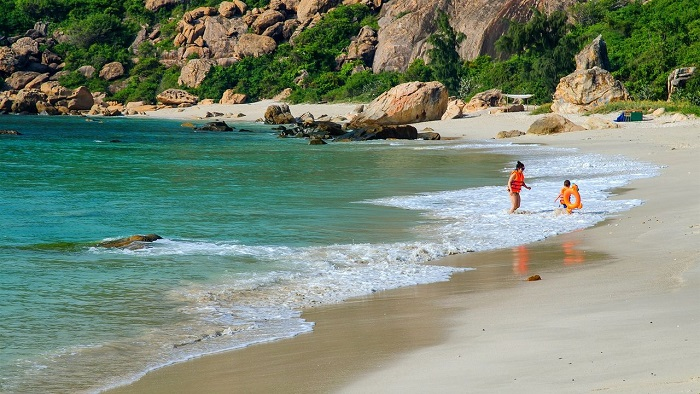 Top 8 best places to take picturesque photos in Binh Ba island