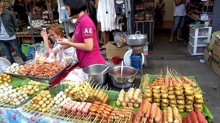 Useful travel tips for travelers in Chatuchak weekend market in Bangkok