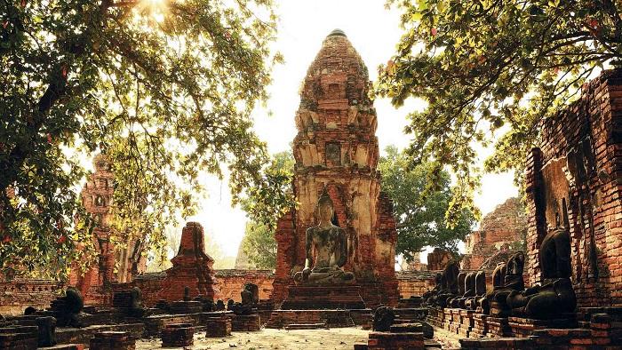Wat Mahathat - the Angkor Wat of Thailand
