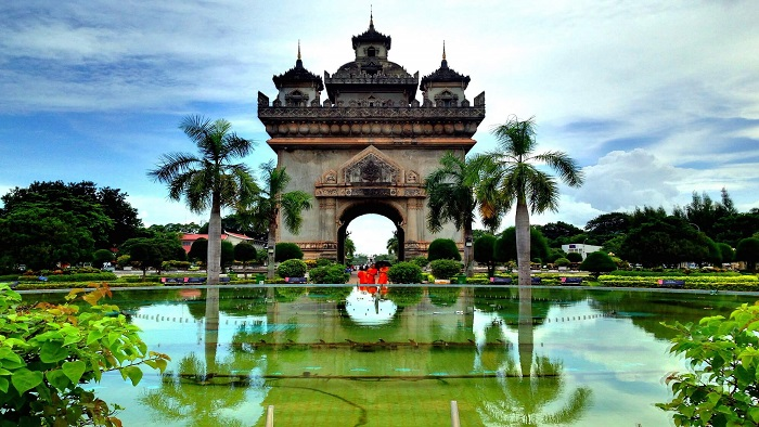 A day tour in Patuxai Triumphal Arch - the historical symbol of Laos