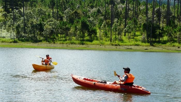 Best places for kayaking in Vietnam
