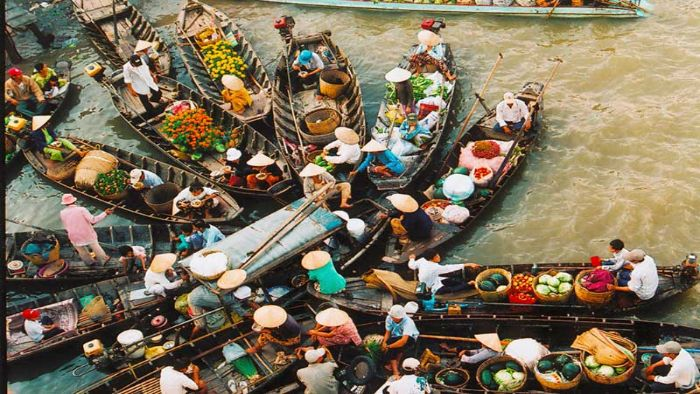 Come to Mekong Delta to visit Cai Rang floating market