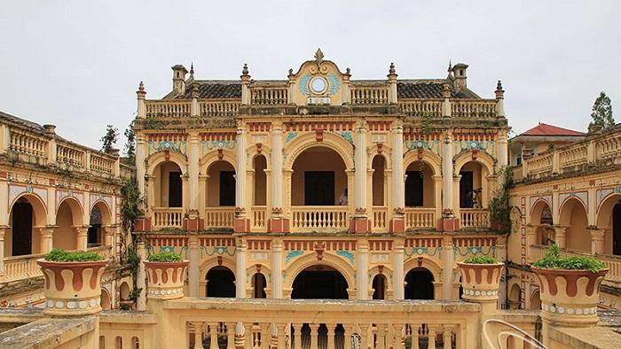 Hoang Yen Chao Castle