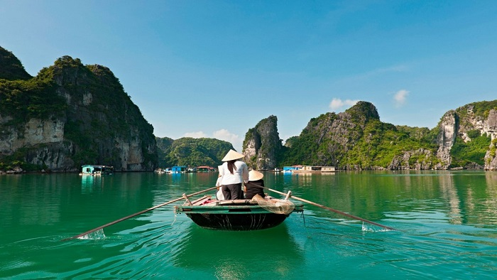 how to reach to halong bay