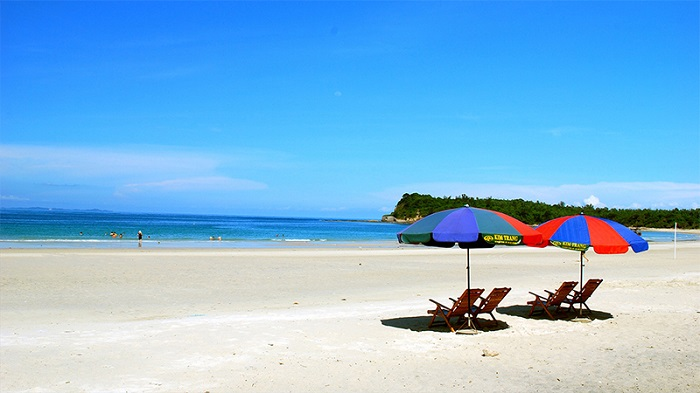 top 7 beautiful beaches in halong