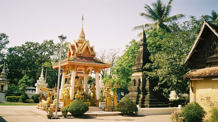 Wat Sisaket - a Laos temple with almost 7,000 ancient Buddha statues