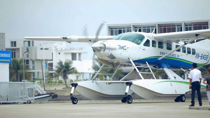 What makes seaplanes in Halong Bay special?